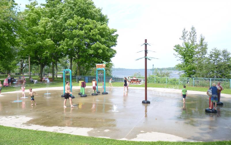 Jeux d'eau au parc du Saint-Maurice