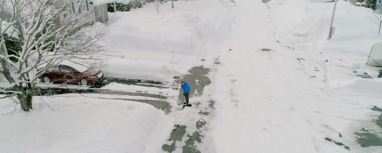 Dépôt de neige dans la rue
